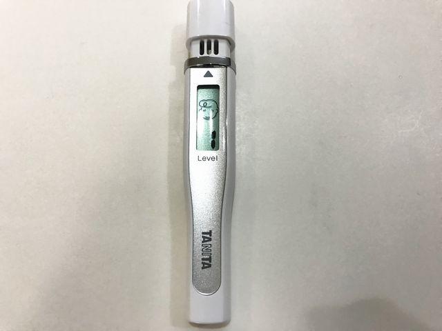 うる藍バリア使用後の昼前の口臭測定器